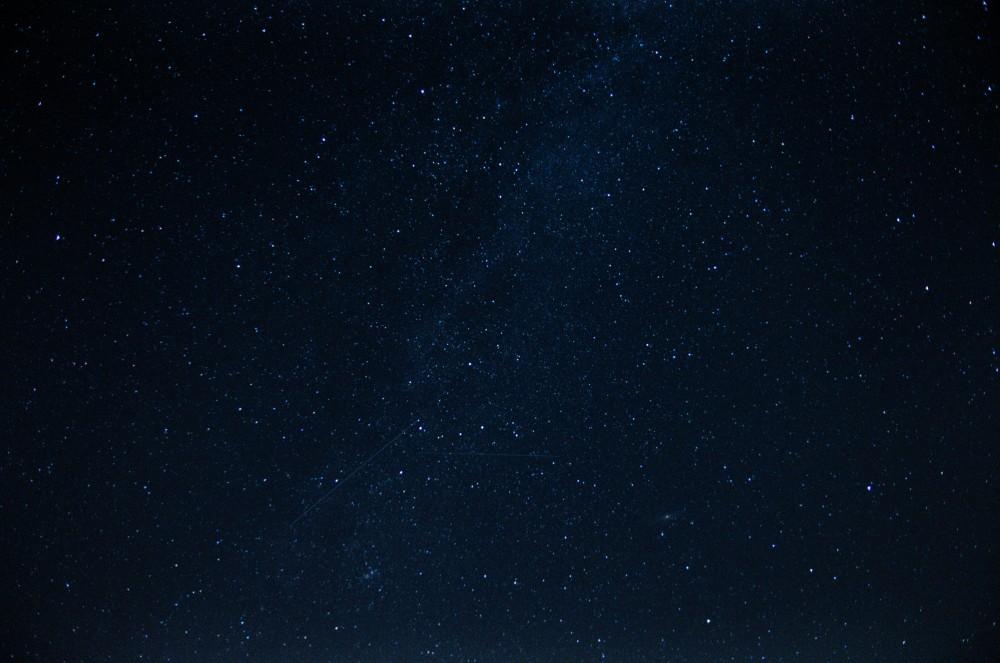 Przecinające Perseidy nad Drogą Mleczną